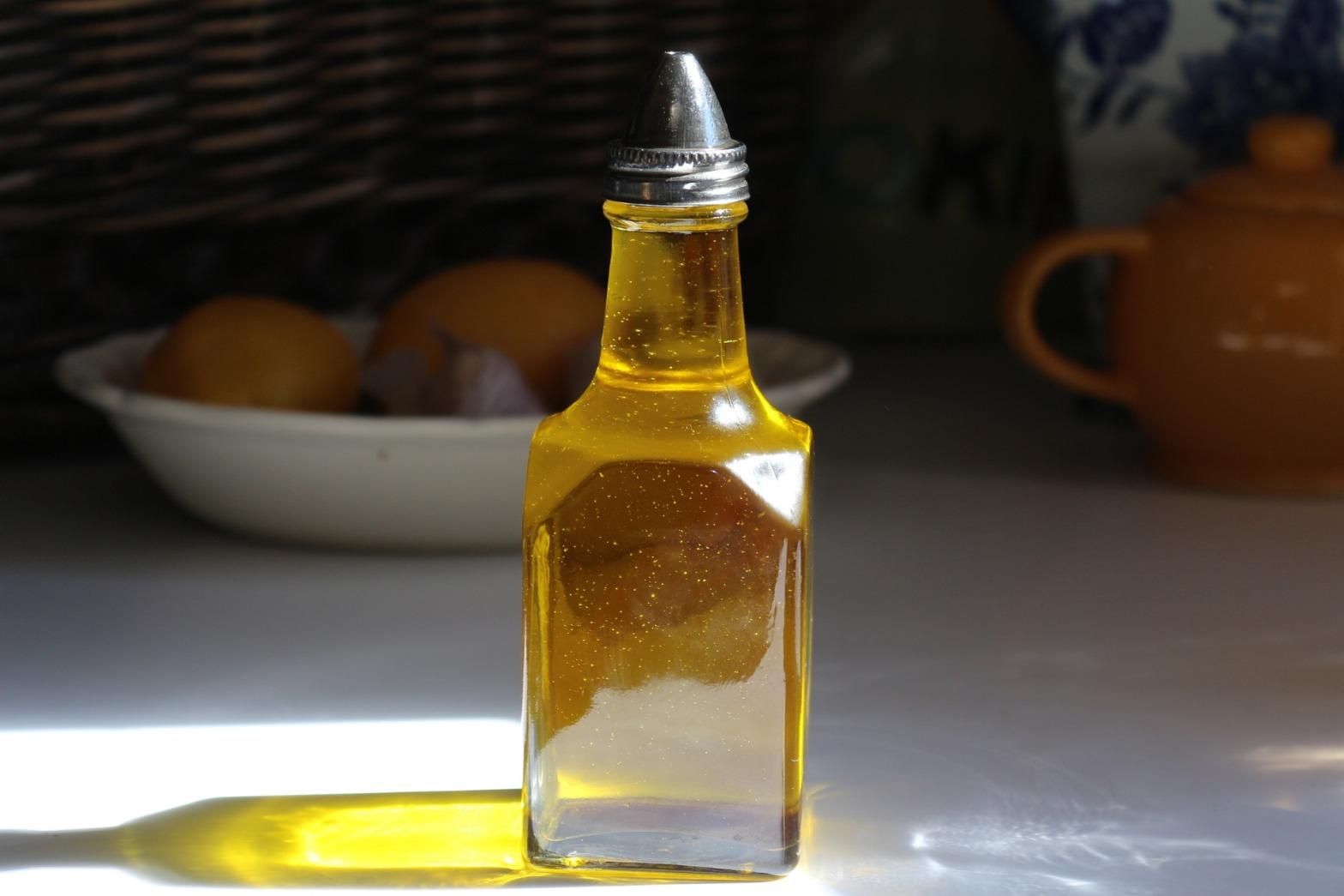Cold-pressed canola oil